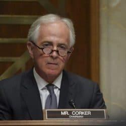 Сенатор Коркер отказался от должности посла США в Австралии