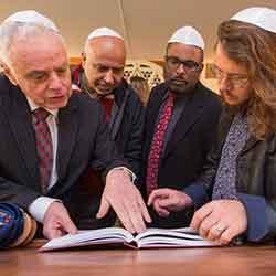 Щедрое пожертвование еврейской общины