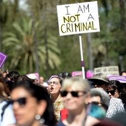 Аборты декриминализировали