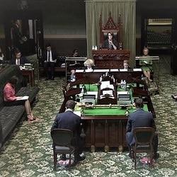 Премьер НЮУ борется за политическое будущее